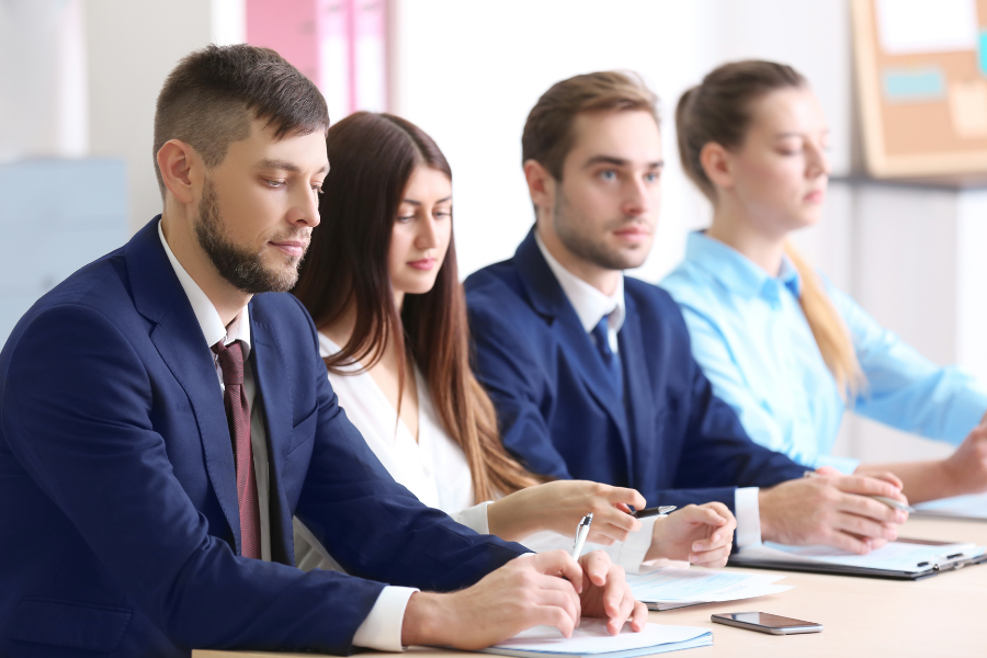 make a good impression in group interview